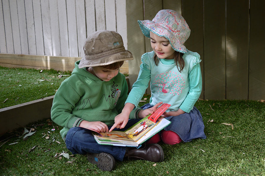 Children - Kindy kids reading