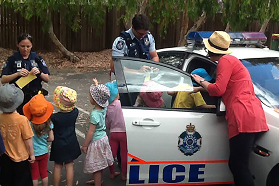 Police visit Kurilpa - exploring their car